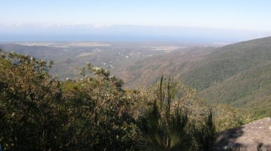 Paluma, Australia: Witt's lookout. View down to the Coral sea just north of Townsville.
