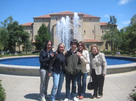 พาโลอัลโต, แคลิฟอร์เนีย: eu,minha,mãe,meu irmão,minha tia e minha avó.