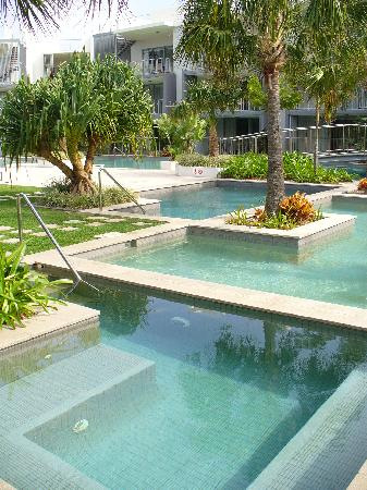 Drift Apartments & Villas: Great pool and BBQ area