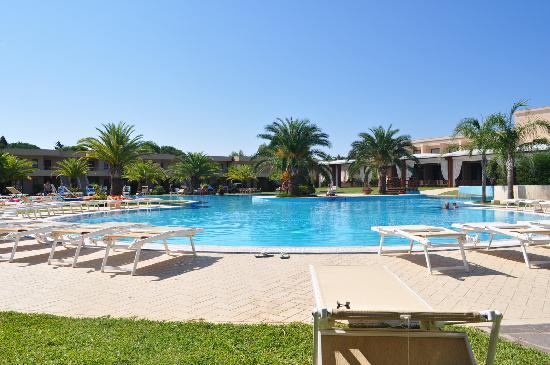 Minerva Resort Hotel: Bella piscina ma slo questo!