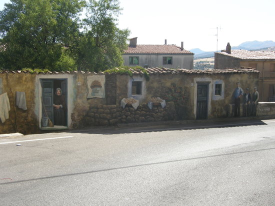 Sardinia, إيطاليا: mural de fonni