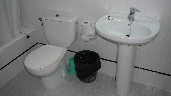wc e lavabo spartani ma puliti bild von bellavista