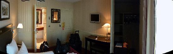 โรงแรมดูก๊องสอิฟเฟล: Room 47 - Pont Neuf AUG 2009