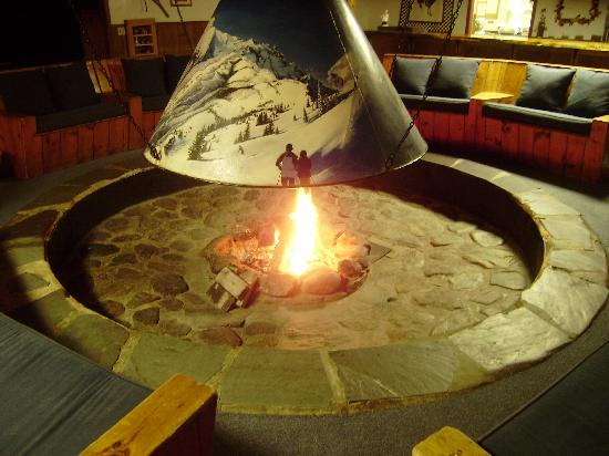 The Round Hearth at Stowe: Cozy winter's night fire around the hearth