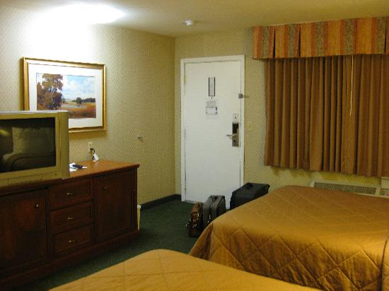 Quality Inn: view towards door