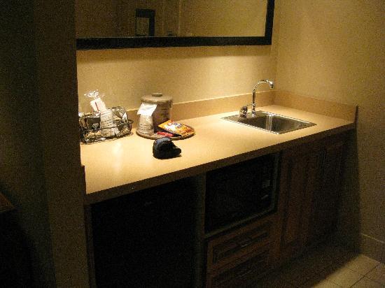 Hampton Inn Cedar City: kitchen area