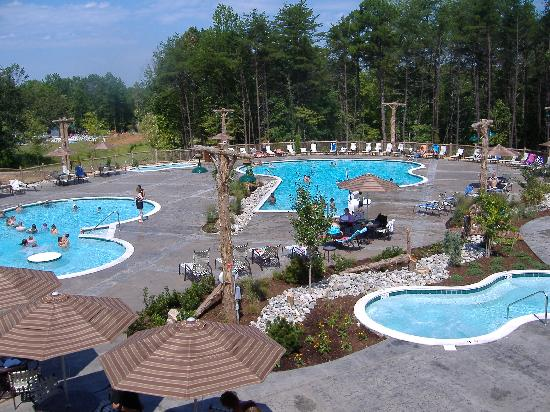 Shenandoah Crossing: The new pool area