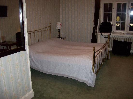 Hotell Ornskold: bedroom in hotel