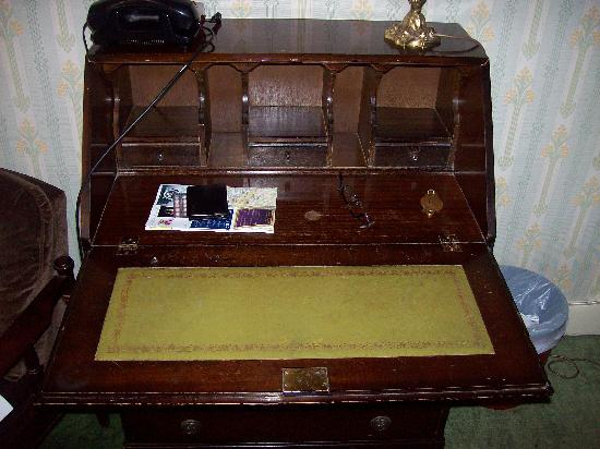 Hotell Ornskold: antique? writing desk