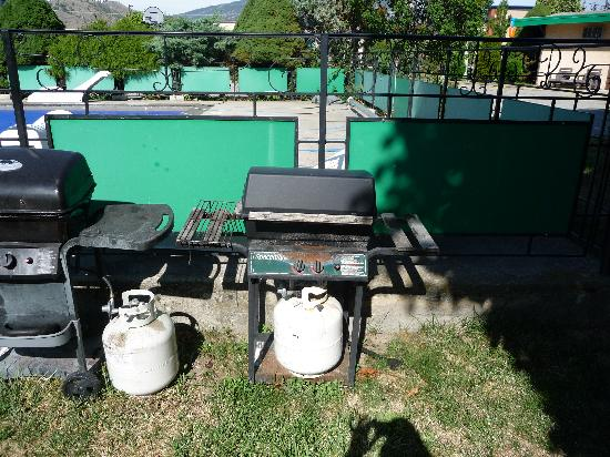 Bel Air Motel: An example of the BBQ's they have available for their guests.  All of the BBQ's look like they w