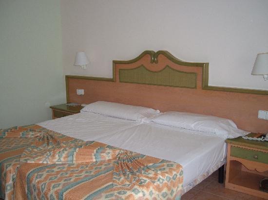 Iberostar Playa Gaviotas: Detalle camas