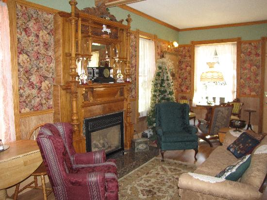 Christmas House B&B Inn: My favorite place in the early morning!