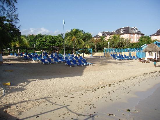 Sandals Ochi Beach Resort: Beach Club Beach