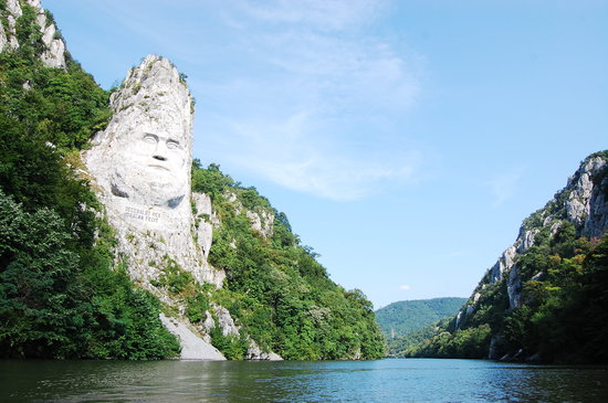 Drobeta-Turnu Severin, Rumania: Near Orsova - Decebal - the Dacian king -, the highest statue in Europe and the second  in the w