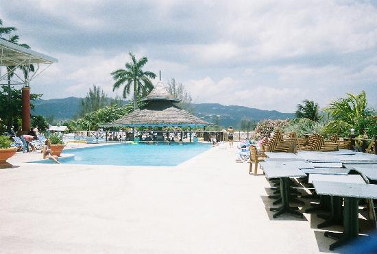 Sunscape Splash Montego Bay: The pool area
