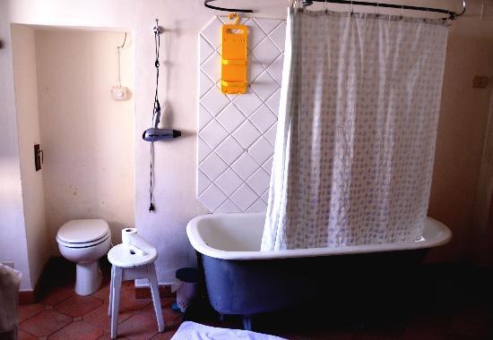Villa Aureli: ensuite bathroom general layout: which century?