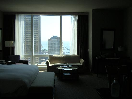 Trump International Hotel & Tower Chicago: Bedroom sofa and view