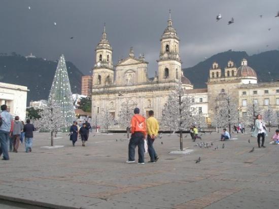 Plaza de Bolivar: Plaza de Bolívar. Al fondo la Catedral Primada