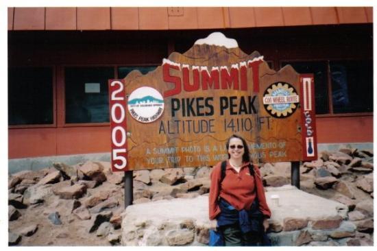 Pikes Peak: Au sommet de Pike's Peak, Colorado Springs, Colorado Juillet 2005, il fesait froid !  At the t