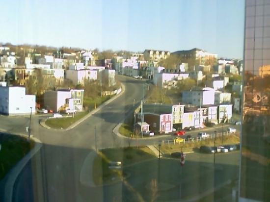 เซนต์จอห์นส์, แคนาดา: St. John's view from hotel window.  Very steep hills!