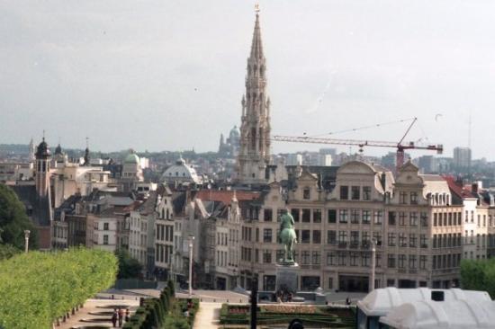 Town Hall (Hôtel de Ville): Brussel-pohled na centrum města s radniční věží od královského paláce
