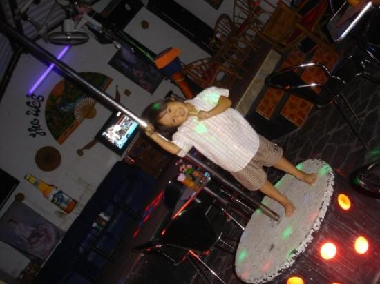 อ่าวพระนาง: a cute girl doing pole dancing in one of the bars