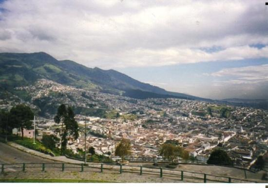La Virgin del Panecillo: Quito, Equateur