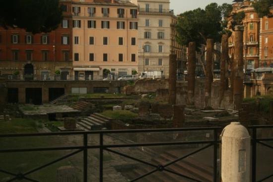 Tempio del Divo Giulio: Place where Julius Caesar met his demise.