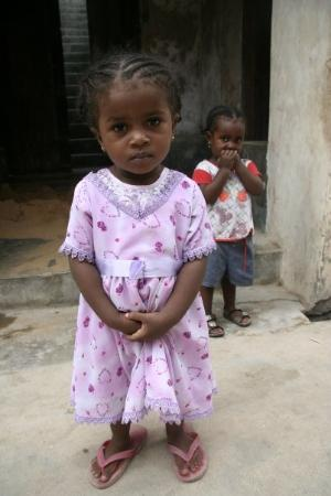 Lamu Island, Kenia: Small, shy girls, Lamu town, Kenya.