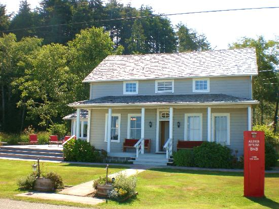Alder House B&B: The house front