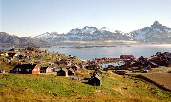 Tasiilaq, กรีนแลนด์: View of the town and harbour from our hotel
