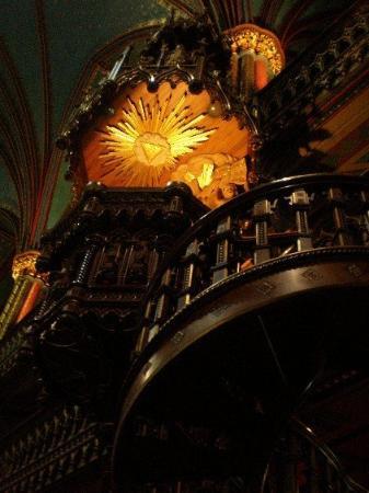 น็อทร์-ดามบาซิลิกา: this used to be the pulpit.