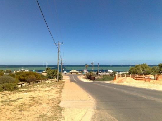 เดนแฮม, ออสเตรเลีย: The view down our new street!