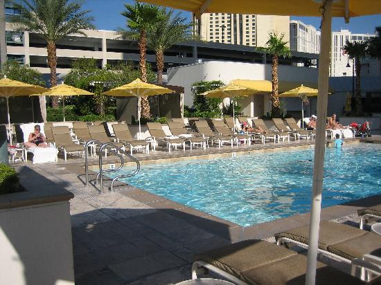 Signature at MGM Grand: Signature (Private) Pool