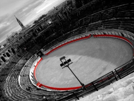 นีม, ฝรั่งเศส: The Nimes Arena
