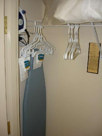 Staybridge Suites Raleigh-Durham Apt-Morrisville: Aug 2009 - Closet