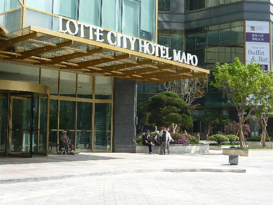 Lotte City Hotel Mapo: フロントは2階