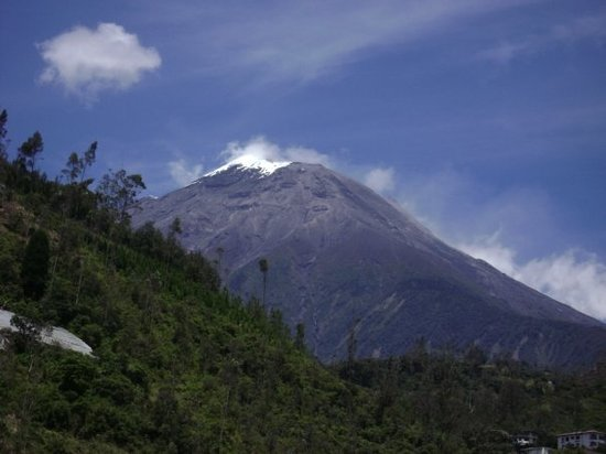 Tungurahua : Snow on the volcano on the equator. Imagine that!