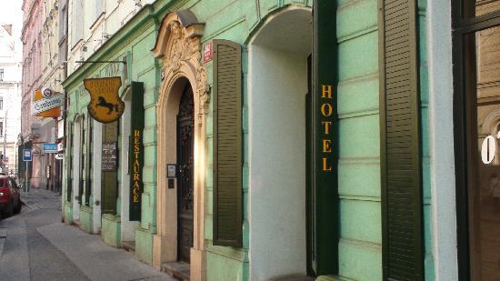 hotel Colloseum: Outside Hotel