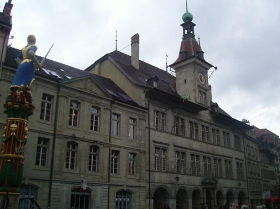 โลซาน, สวิตเซอร์แลนด์: Hotel de Ville