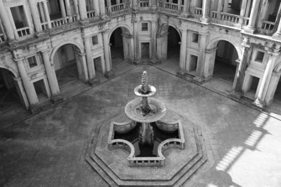 เอโวรา, โปรตุเกส: Evora, cloister of the Cathedral
