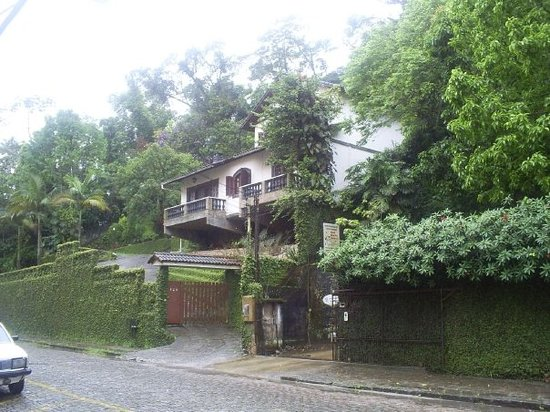 Petropolis, RJ: Las casa metidas en plena selva....claro que les encargo la humedad..., nov 2006