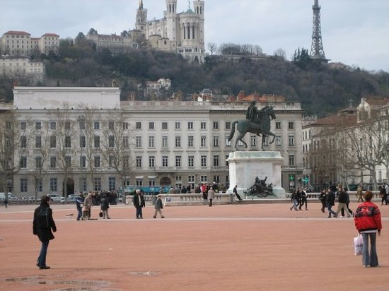 ‪Place Bellecour‬