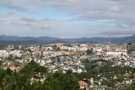 Da Lat, Wietnam: View of Dalat from cable car station