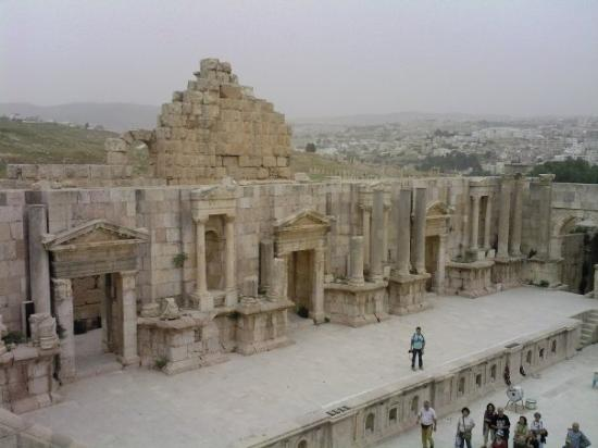 ซากปรักหักพังเยราช: Amphitheatre in Jerash.