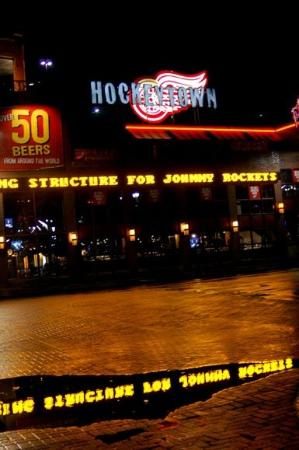 Hockeytown Cafe: Hockeytown Café on a wet January night.