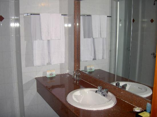 Hotel Que Huong Liberty 2: The bathroom
