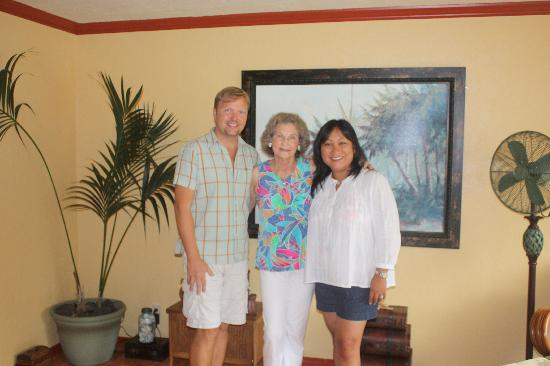 Coconut Cottage Bed & Breakfast: With Todd and his mother Ginny