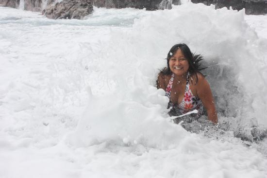 Coconut Cottage Bed & Breakfast: Pummeled by waves at he nearby black sand beach