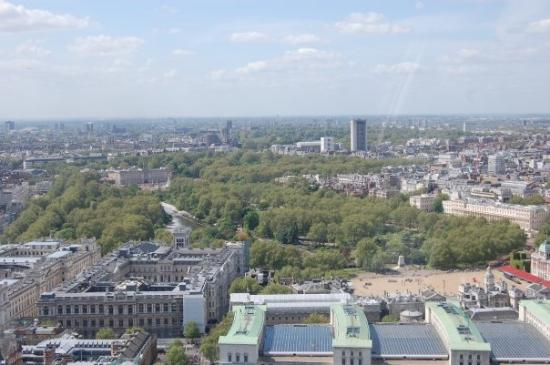 สวนเซนต์เจมส์: St James's Park and Buckingham Palace as seen form the London Eye